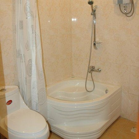 Check Inn Siem Reap: Bathroom