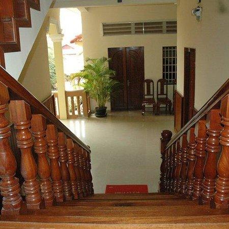 Check Inn Siem Reap: Wooden Staircase