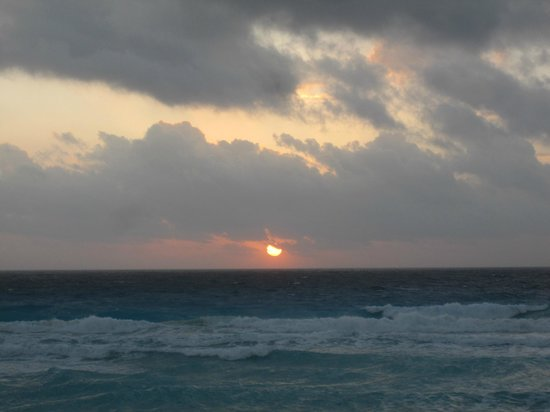 The Westin Lagunamar Ocean Resort Villas & Spa: Sunrise in Cancun - WLOR