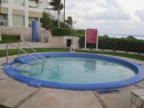 The Westin Lagunamar Ocean Resort Villas & Spa: Hot tub - two large ones