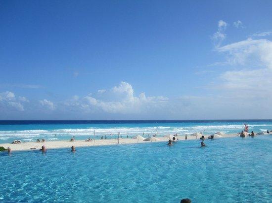The Westin Lagunamar Ocean Resort Villas & Spa: Beautiful pool and beach