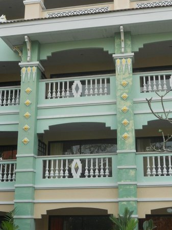 Aonang Ayodhaya Beach Resort:                   poorly kept paintwork