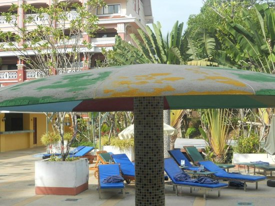 Aonang Ayodhaya Beach Resort:                   needs painting