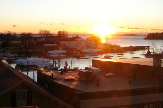 Lord Camden Inn: Camden Harbor at sunrise