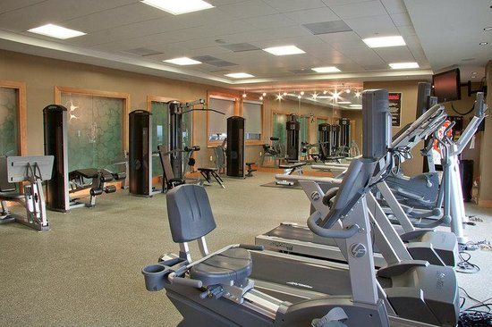 Cosmopolitan at Reston Town Center: Reston Furnished Apartment Gym
