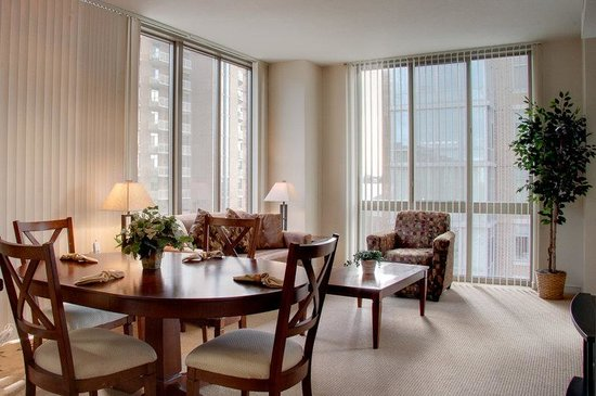 Cosmopolitan at Reston Town Center: Reston Furnished Apartment Living Area