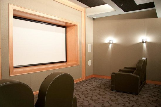 Cosmopolitan at Reston Town Center: Reston Furnished Apartment Theatre