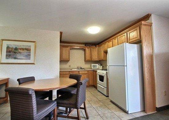 Quality Inn & Suites: Kitchen Suite