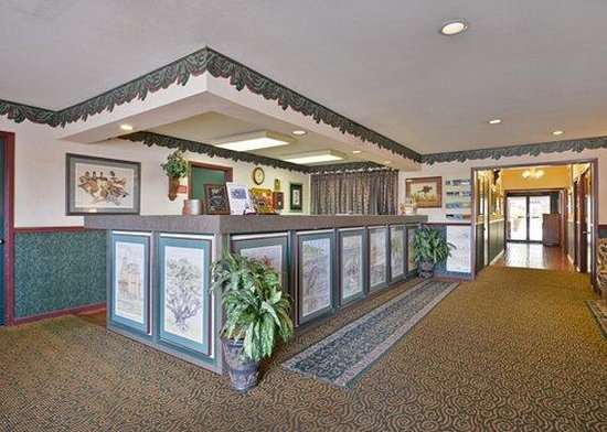Econo Lodge Inn by the Bay: Front Desk