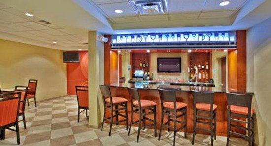 Wyndham Garden Duluth: Bar