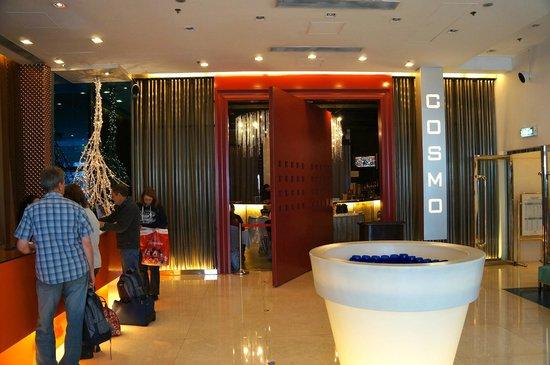 Cosmo Hotel Hong Kong: Lobby