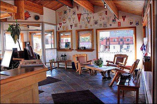 Rocky Mountain Ski Lodge: Lobby