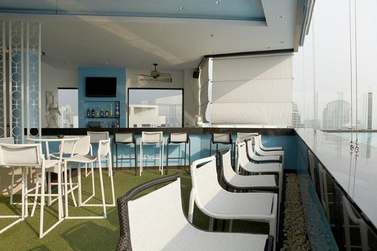 The Continent Hotel Bangkok by Compass Hospitality: H2O -Swimming Pool and Pool Bar