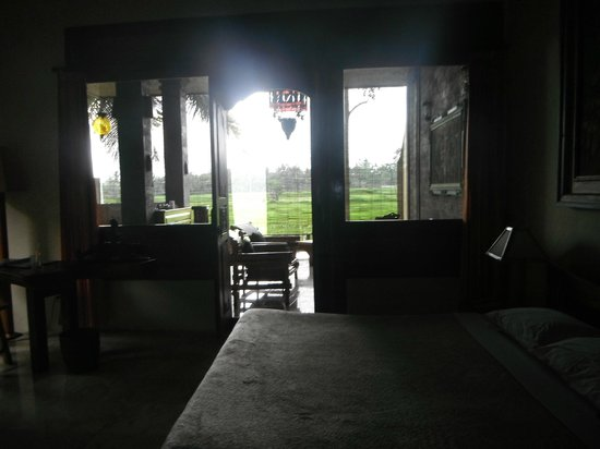 Green Field Hotel and Bungalows :                   Looking from the Bale Adat room to the private patio and rice fields- Green Fi