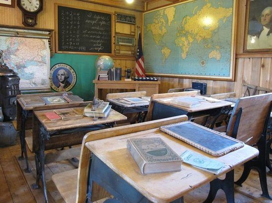 Shafer Historical Museum:                   Pioneer school house.