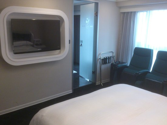 Airline Inn Taipei:                   Big TV