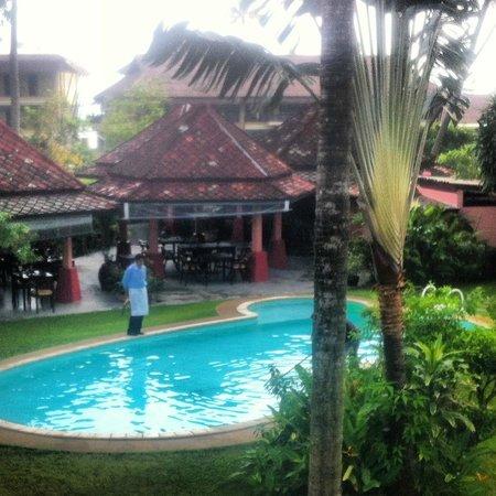 Marco Polo Resort & Restaurant:                   Помощник хозяина отеля Sa. Грустный был в день нашего отъезда...