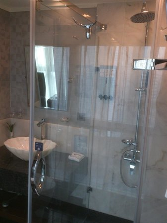 Airline Inn Taipei:                   Showers