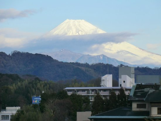 New Hakkeien :                   フロントから見た富士山(露天風呂もこの向き)