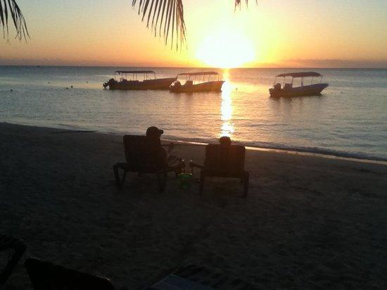 Bananarama Beach and Dive Resort :                                     Sunset