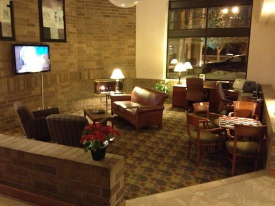 AmericInn Hotel & Suites Omaha:                                     Nice Lobby