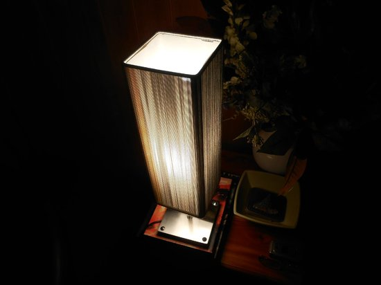 Riversdale Estate Cottages:                   Love this lamp