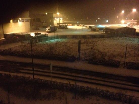 Ramada Encore Doncaster Airport:                                     snowy nite
