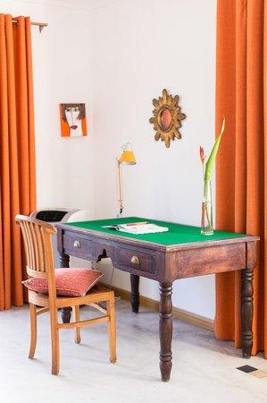 Rusty Pelican La Gaulette Apartments: orange apartment