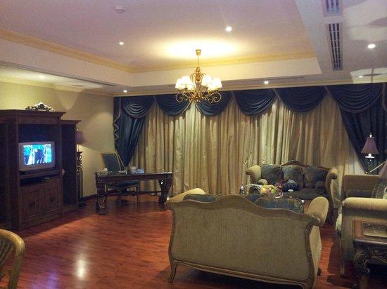 Radisson Blu Royal Suite Hotel, Jeddah:                   صالة الجلوس في الجناح