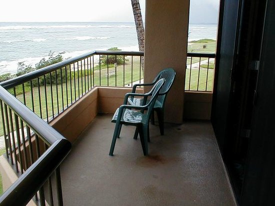Courtyard by Marriott Kauai at Coconut Beach:                   balcony seating