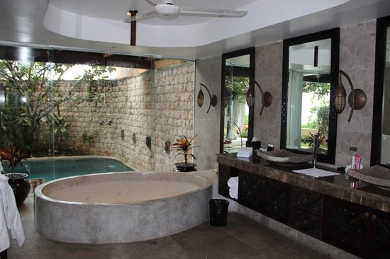 Batu Karang Lembongan Resort & Day Spa:                   Occasional Villa - doors leading to the pool