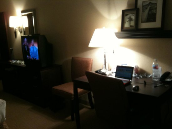 Comfort Suites DFW N/Grapevine :                                                                         work space