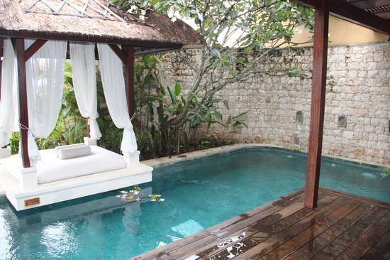 Batu Karang Lembongan Resort & Day Spa:                   Occasional Villa plunge pool