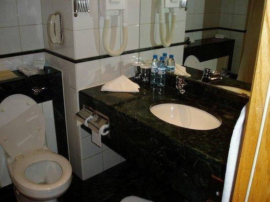 Crowne Plaza Dubai : Bathroom