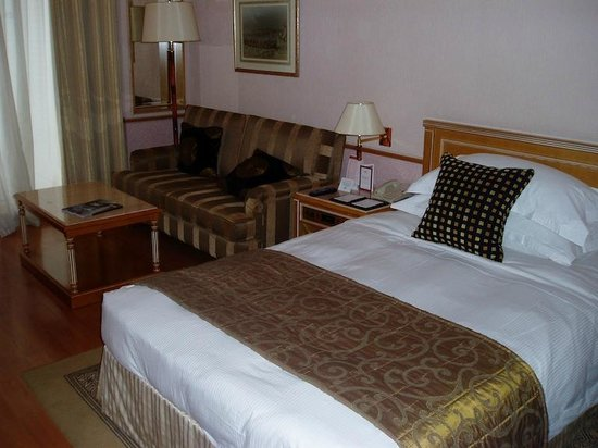 Crowne Plaza Dubai : Great size room