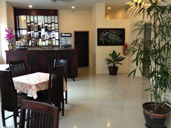 88 Hotel:                   Холл /обеденная зона/бар