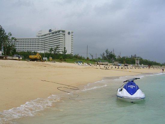 Zanpa Beach:                   ビーチ