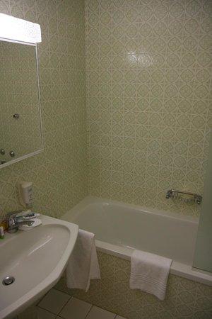 Salle de bains... vintage - Bild von Hotel Le Bristol ...