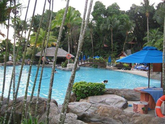 Berjaya Langkawi Resort - Malaysia: Pool with poolbar