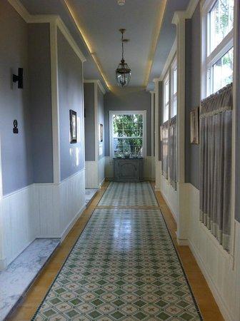 D Varee Charnvee Khao Yai : Corridor outside our room