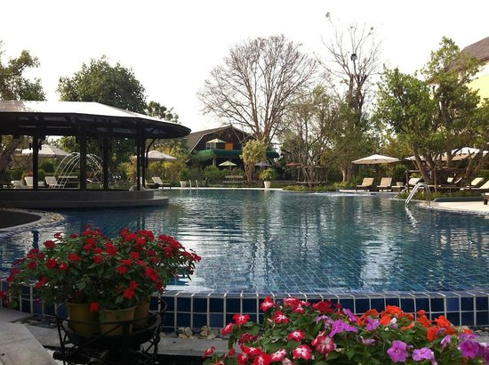 D Varee Charnvee Khao Yai : Water Bar as well as kiddie pool, spa, gym and fountain