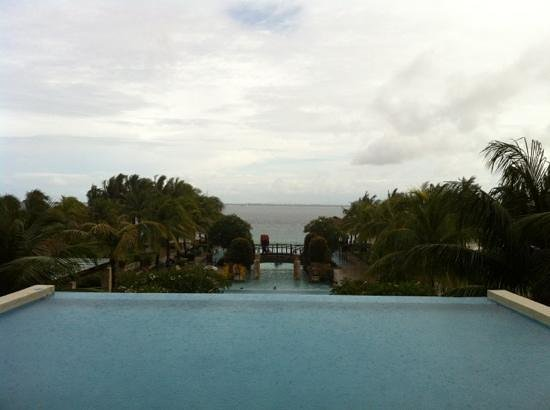 Crimson Resort and Spa, Mactan:                   无边界泳池
