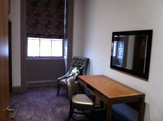 Roomzzz Newcastle City:                   dressing room