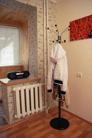 Red Cat Hostel:                   фишка хостела - яркие рыжие акценты