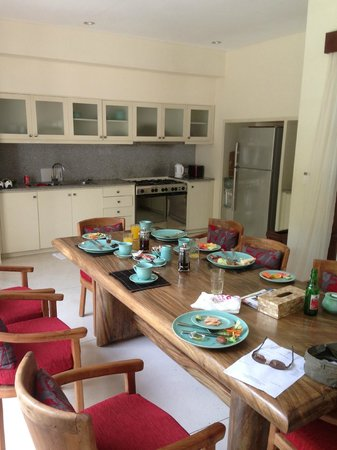 Villa Kubu Seminyak:                   Dining table after staff cooked breakfast
