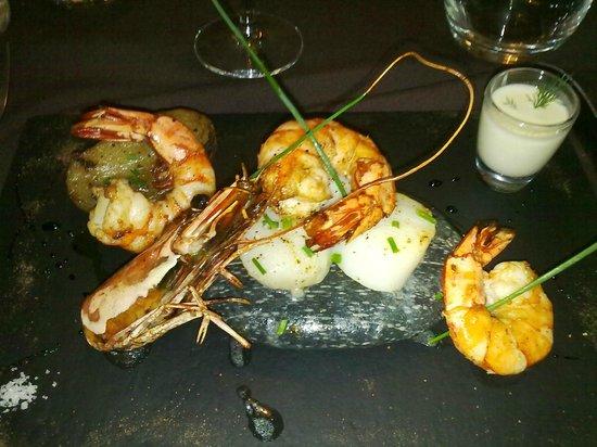 Restaurant Art et Galets :                   Gambas et Saint-Jacques sur galet