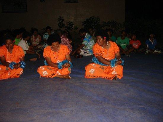 Kulu Bay Resort:                                     Meke dancing