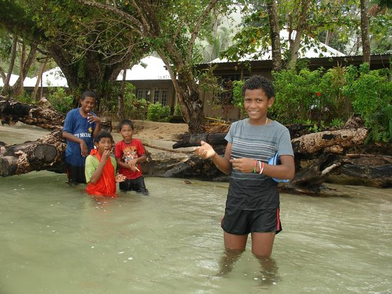 Kulu Bay Resort :                                     local kids, bures behind