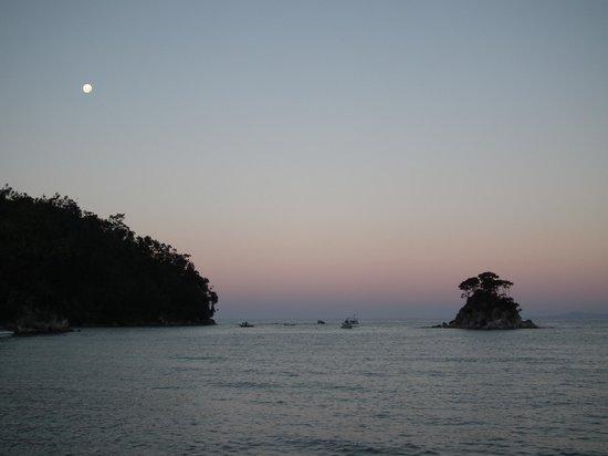 Wilsons Abel Tasman: Torrent Bay at dusk