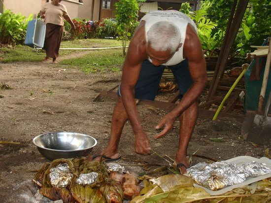 Kulu Bay Resort:                                     Semisi preparing Lovo feast